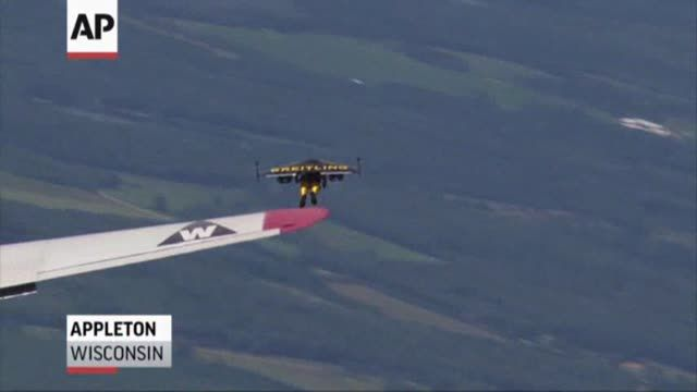 News video: Raw: 'Jetman' Soars High Above Wisconsin